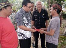Kegiatan Gotong Royong Warga Masyarakat Desa Sukahaji